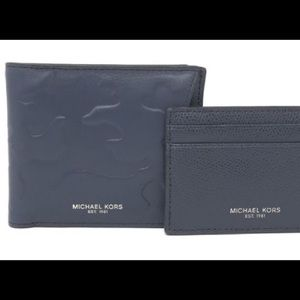 NWT Michael Kors Bilfold Wallet With Card Camo